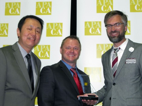 APA CA President Hing Wong (left) presenting 2015 award to Michael Nilsson and Alan Loomis