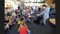 A Magician entertains children (photo by Tim Berger / LATimes)