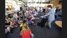 A Magician entertains children (photo by Tim Berger / LATimes)